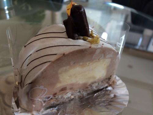 大阪箕面のチーズケーキの名店、デリチュースのムースチョコケーキの断面