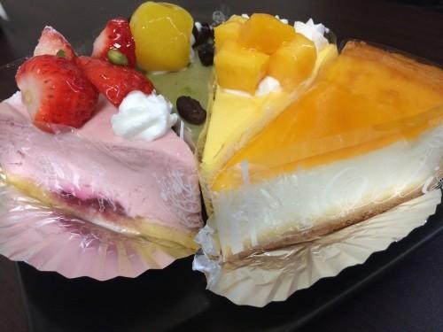 デリチュースのチーズケーキ4種。左からイチゴ、抹茶、マンゴー、チーズケーキ(デリチュース))