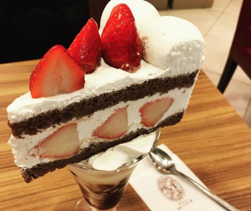 ミオールのケーキの乗ったパフェ