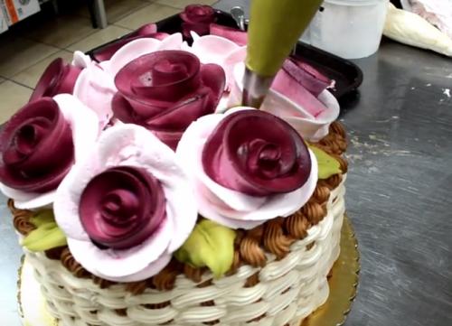 まさに芸術!クリームだけで作るゴージャスケーキデコの方法!