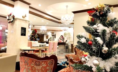 一年中クリスマスツリーのあるレアルプリンセサ・リカルディーナ磯上邸の店内