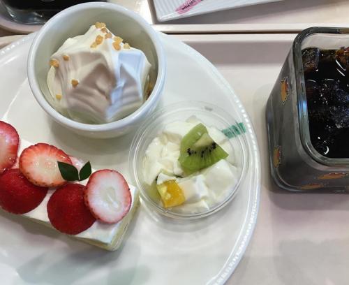 ケーニヒス・クローネ御影クラッセ店のケーキ盛り合わせ