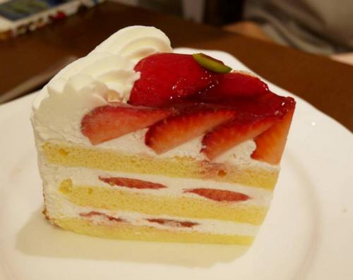 神戸三宮のパティスリートゥーストゥースさんのイチゴショートケーキ