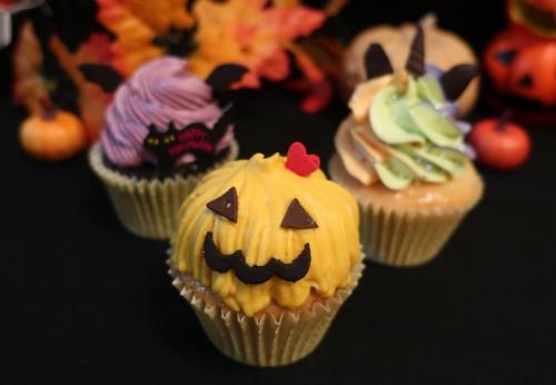 大阪天六のカップケーキショップ、アトリエナユタのハロウィンバージョン。