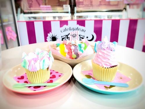 ブランティーグル大須店のカラフルなお花とユニコーンのカップケーキとレインボーケーキ