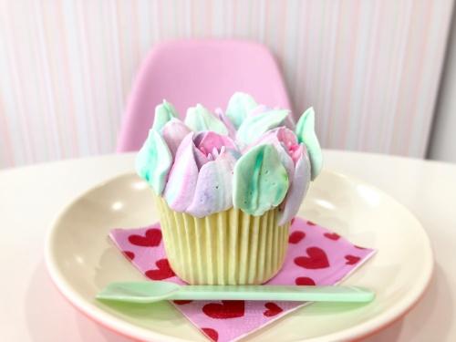 店長手作りのブランティーグル大須店のチューリップカップケーキ