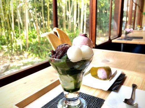 旧鴻池邸表屋みやけさんの桜餅と抹茶パフェと竹やぶの景色