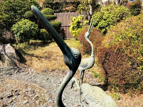 旧鴻池邸表屋みやけの中庭にある鶴の銅像。