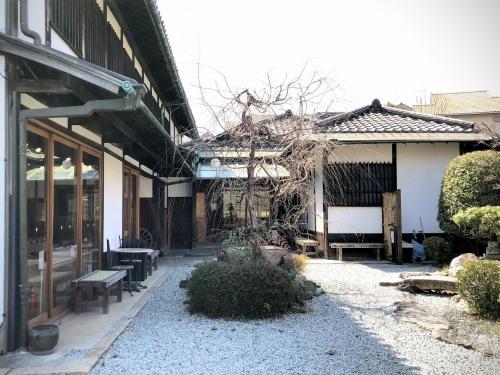 旧鴻池邸表屋みやけの中庭。かつては有名商人が住んでいたお屋敷だった
