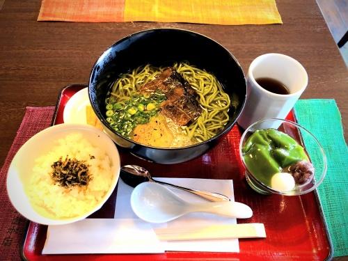 中村藤吉本店のニシン入りの茶そばセットと生茶ゼリィ。