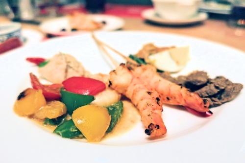 ハイアットリージェンシー大阪のバリ料理ビュッフェの串エビやエビチリなど
