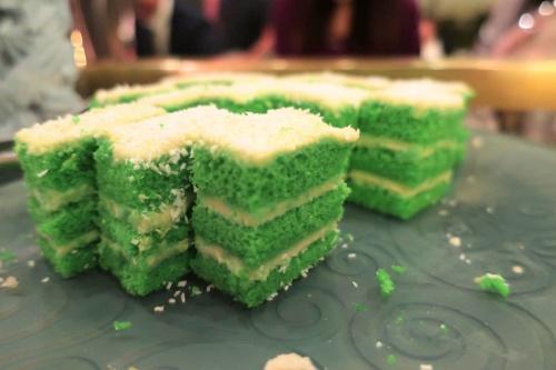 ハイアットリージェンシー大阪のバリ料理ビュッフェにでる緑色のケーキ