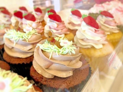 ロンドンカップケーキ名古屋店のウサギの乗ったイースター限定カップケーキ