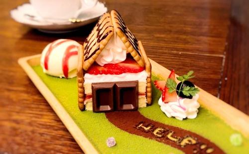 カフェオトギさんで人気のお菓子の家のショートケーキ