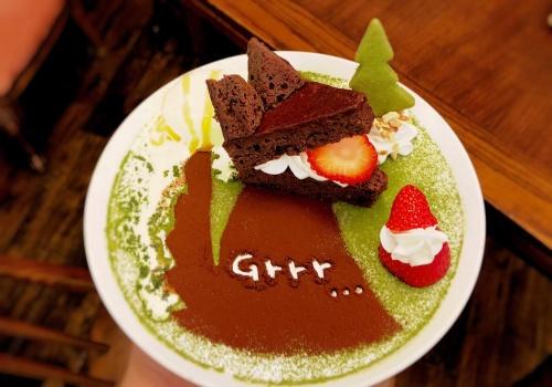 オオカミをかたどった神戸のカフェオトギさんのガトーショコラケーキ
