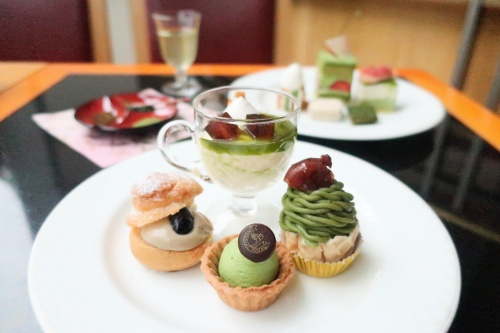 福寿園と帝国ホテル大阪の抹茶スイーツビュッフェの様子