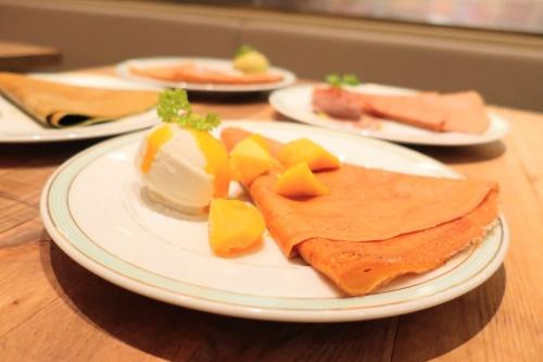 京都駅にオープンしたジェラートピケカフェのマンゴークレープ