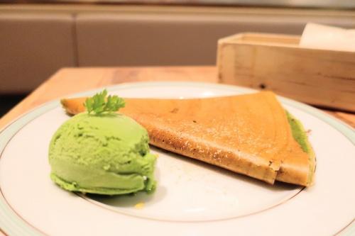京都駅にオープンしたジェラートピケカフェの抹茶クレープ