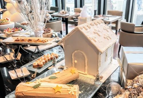 コンラッド大阪のクリスマスビュッフェのお菓子の家とブッシュドノエル