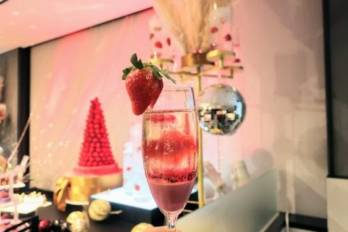 リーガロイヤルホテル大阪のいちごビュッフェプレシャスバブリーベリーの苺ドリンク