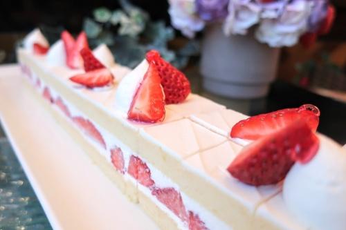 ケーキバイキングで提供される帝国ホテル大阪のイチゴのショートケーキ