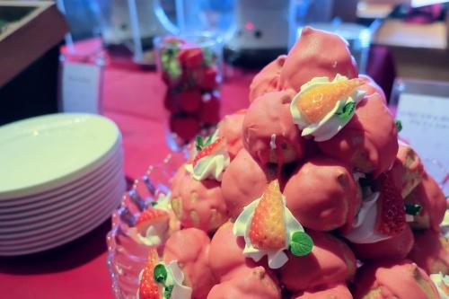 苺チョコのシュークリームの山盛り