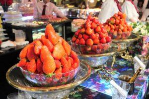 ニューオータニ大阪の苺ビュッフェの様子