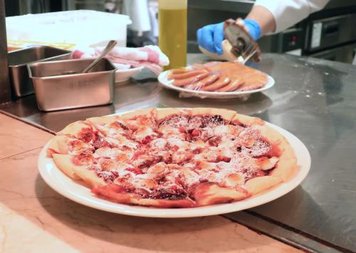 苺とマシュマロのスイーツピザ