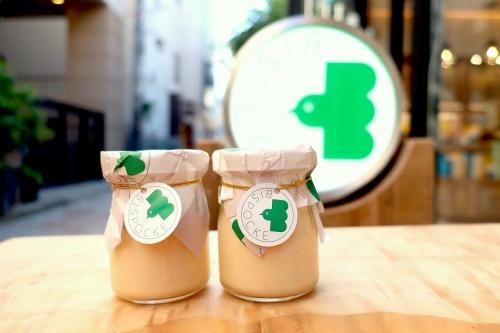 緑の鳥のロゴが可愛いビスポッケ神戸のプリン