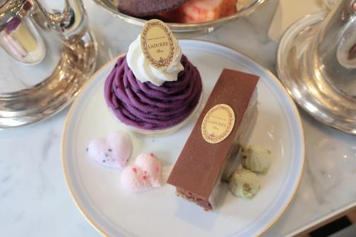 ラデュレ京都の秋の新作ケーキの一部。