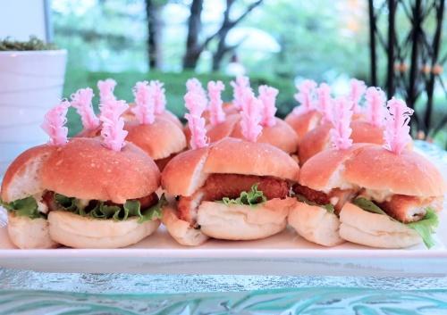 帝国ホテル大阪のブッフェで出てくる白身魚のバーガー