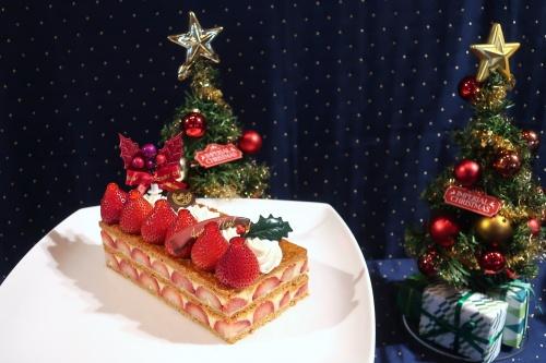イチゴの断面が美しい帝国ホテル大阪のクリスマスミルフィーユ